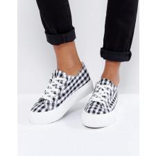 New Look - Flache Sneaker zum Schnüren